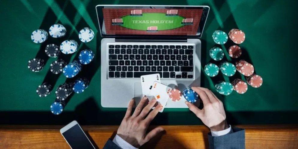 Онлайн покер выбрать карты три пирамиды играть бесплатно